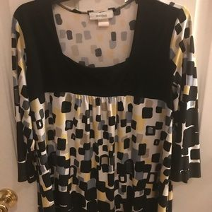 2/3 sleeve thin top. Great condition.